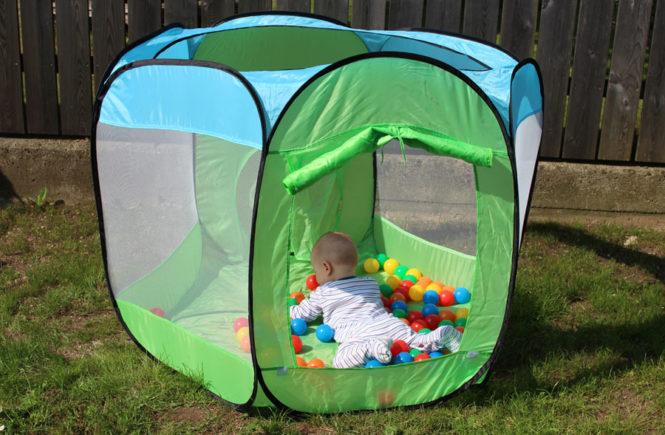 Ballabend im Garten mit Baby